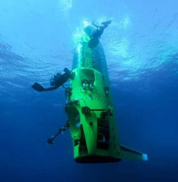 James Careron reached the deepest known Point in the Ocean - 27 Science Fictions That Became Science Facts in 2012